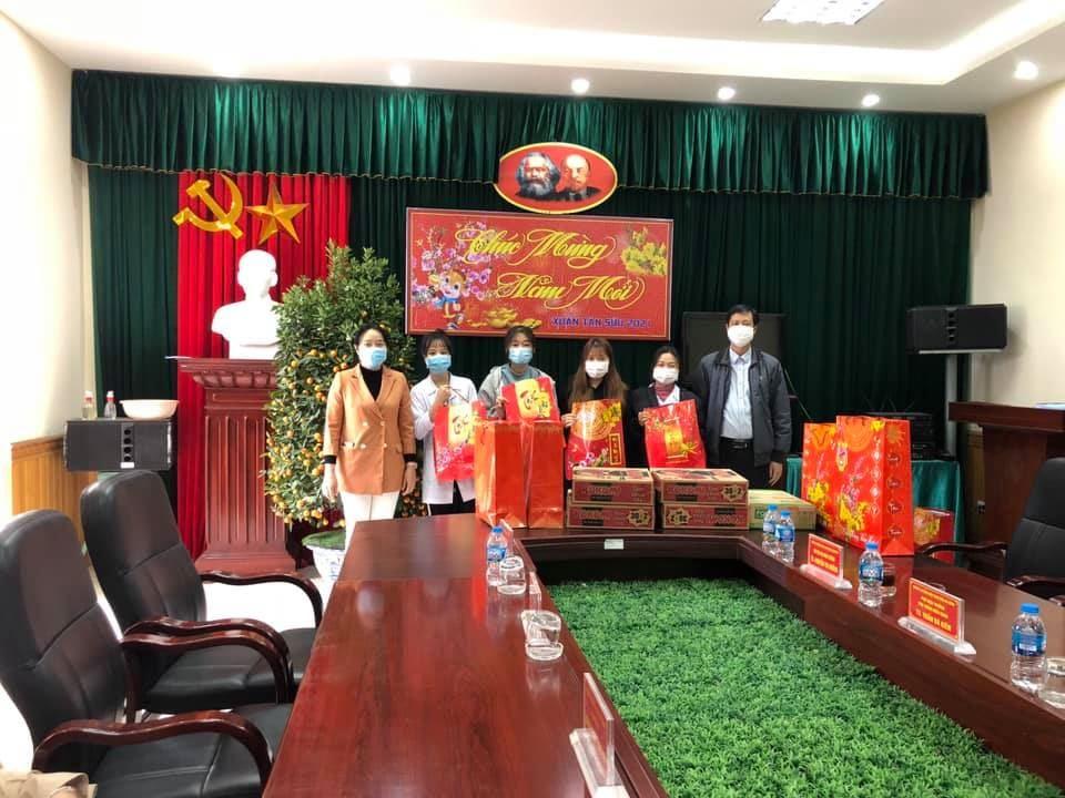 Tặng quà sinh viên nhân dịp Tết nguyên đán Tân sửu 2021