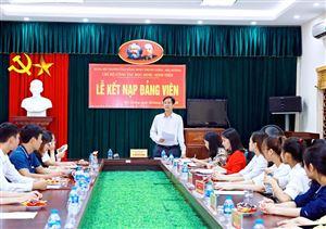Kết nạp vào Đảng Cộng sản Việt Nam những sinh viên ưu tú