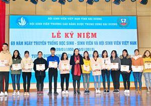 Lễ mít tinh kỷ niệm ngày truyền thống HSSV Việt Nam