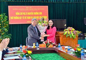 Thứ trưởng Bộ Y tế thăm và làm việc với trường trong ngày đầu xuân 2019