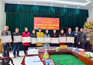 Khen thưởng các chi bộ, đảng viên, công đoàn viên hoàn thành xuất sắc nhiệm vụ năm 2018
