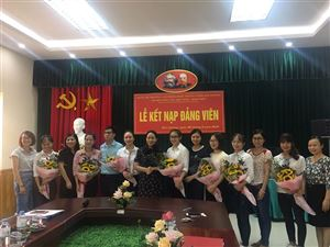 Lễ kết nạp các sinh viên ưu tú vào Đảng Cộng sản Việt Nam