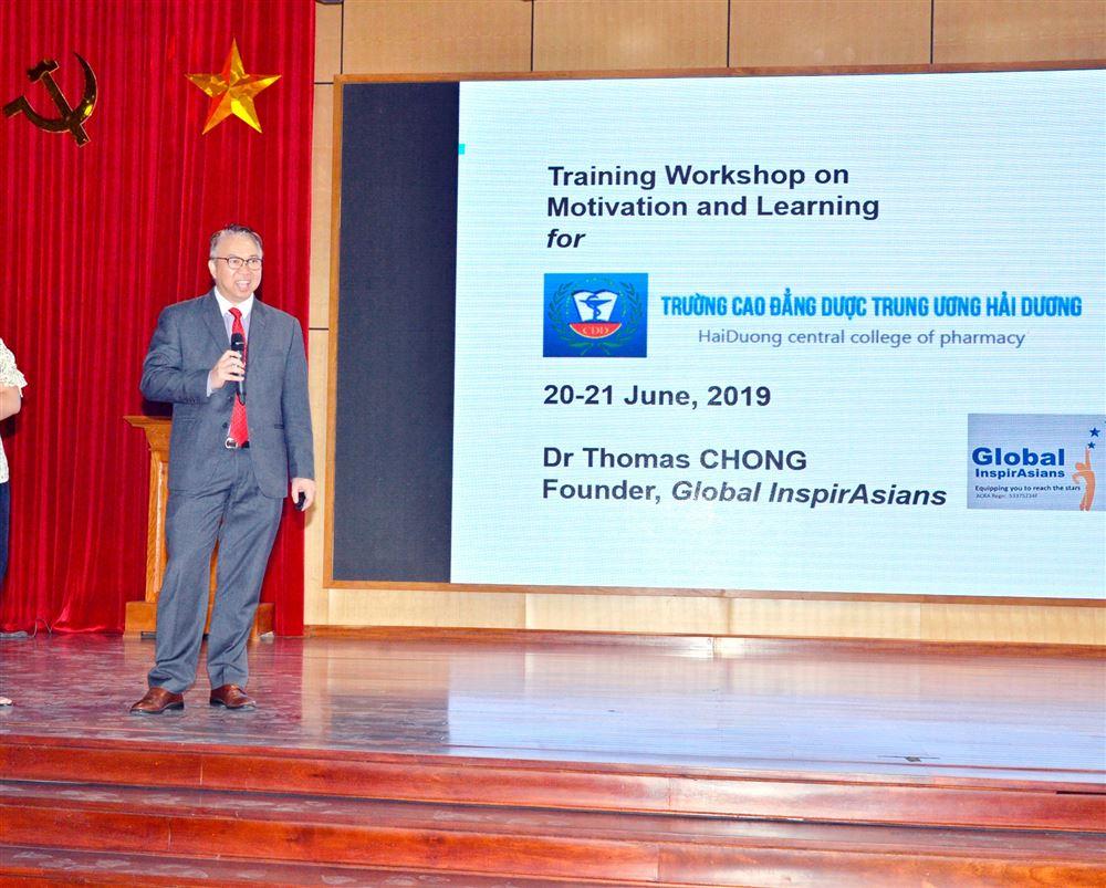 Tập huấn  Tạo động lực trong học tập và làm việc do TS. Thomas Chong chuyên gia Singapo hướng dẫn...