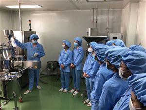 Sinh viên thực hành tại Trung tâm nghiên cứu và kinh doanh Dược