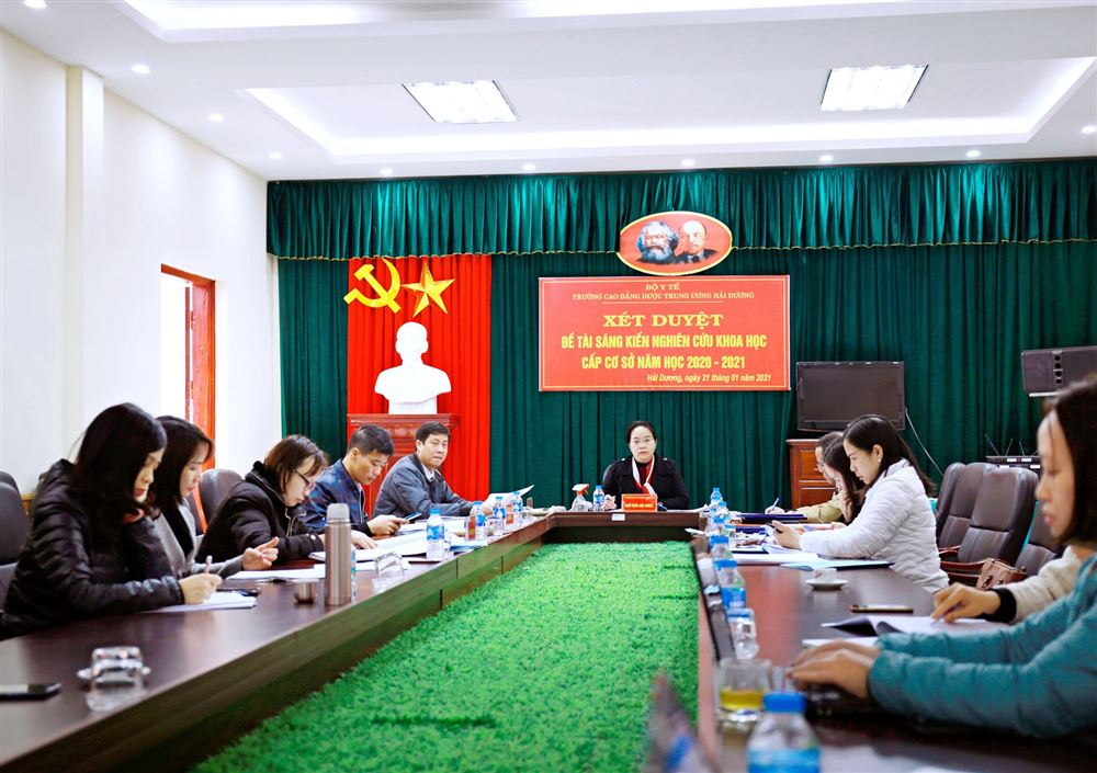 Hội nghị xét duyệt đề cương đề tài, sáng kiến cấp cơ sở năm học 2020-2021