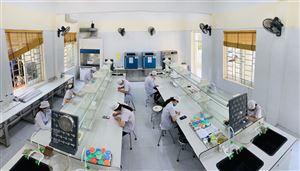 Sinh viên hccp đi học thời COVID-19