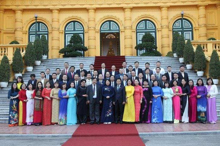 TS. Nguyễn Thị Hường vinh dự được Phó Chủ tịch nước trao Kỷ niệm chương nhà giáo giáo dục nghề nghiệp tiêu biểu năm 2019