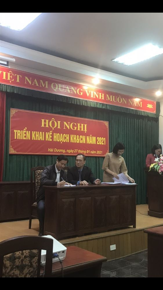 Trường CĐ Dược Trung ương Hải Dương ký kết hợp đồng thực hiện nhiệm vụ KHCN với sở KHCN tỉnh Hải Dương năm 2021