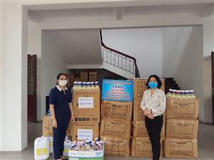 Trường Cao đẳng Dược Trung ương Hải Dương tặng quà phòng chống dịch COVID -19