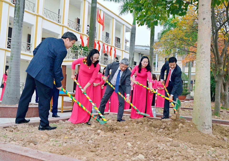 PGS. TS, Nguyễn Trường Sơn về thăm và làm việc với Nhà trường trong ngày đầu xuân Kỷ Hợi 2019